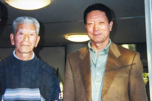 工藤幸裕(右)&佐藤精一 日本で初めてアルバトロスを達成した工藤幸裕(右)。我孫子GCの先輩プロ・佐藤精一と ※本人提供