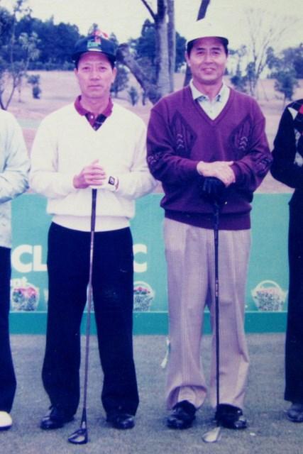 工藤幸裕(左)&王貞治氏 王貞治氏とプロアマラウンドをともにする工藤幸裕(左) ※本人提供
