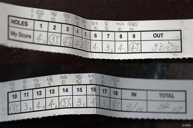 スコアの上に一打ごとに自己評価を記したスコアカード