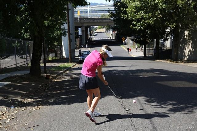 事故がないようにテニスボールを使って
