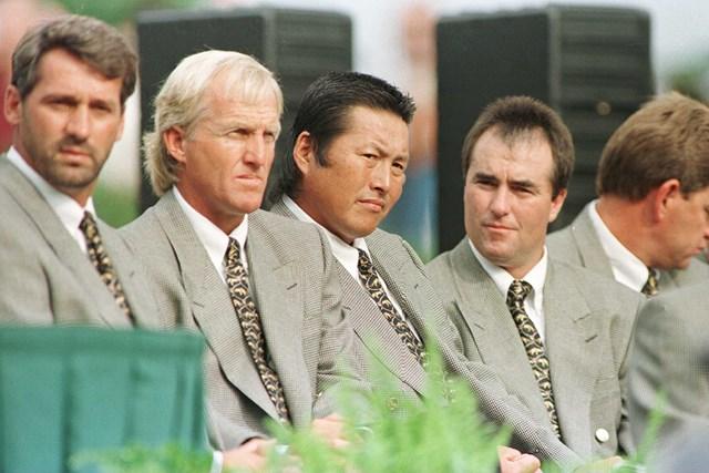 96年のプレジデンツカップではチームメートとして戦ったノーマン(尾崎の左)と尾崎(Getty Images)