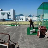 会社の屋上にある手作り感満載の打席 韓国練習場