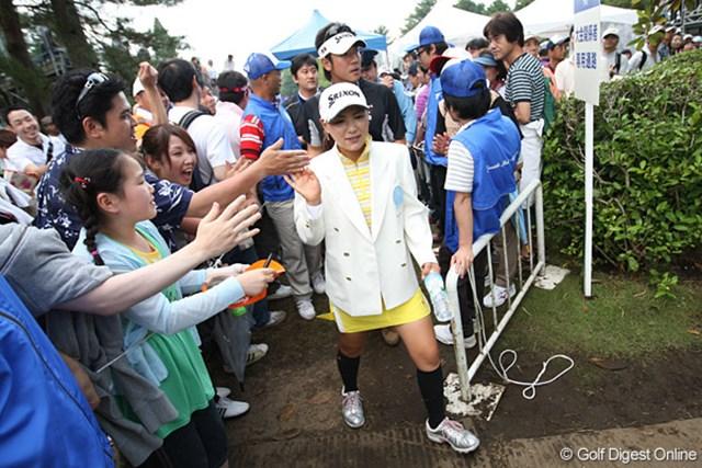 横峯さくらは年間6勝を挙げた2009年、初の賞金女王に。この日は、そのうちの2勝目