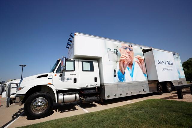 2020年 チャールズ・シュワブチャレンジ 事前 PCR検査車両 PGAツアーの各会場に設置されるPCR検査の車両(Tom Pennington/Getty Images)