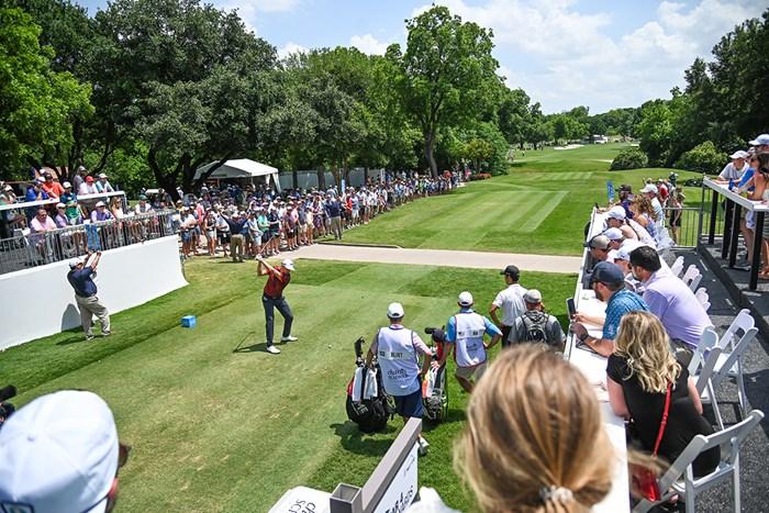 ショットメーカーの見せ場となるコロニアルCC9番のティショット。無観客なのが惜しい (Ben Jared/PGA TOUR via Getty Images) 2020年 チャールズ・シュワブチャレンジ 事前 ヨナス・ブリクスト
