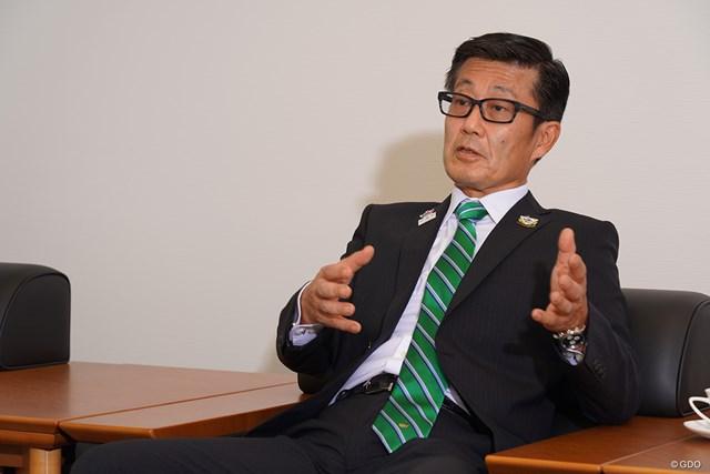 異例のネット生中継を実施するアース製薬の大塚達也会長。将来の構想を語った