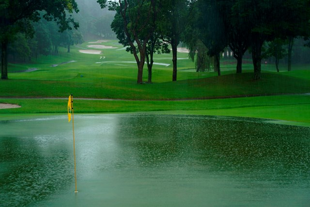 グリーンは池状態に(Getty Images/JLPGA提供)
