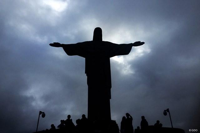 コルコバードの丘に登るとキリスト像のすぐ下まで行ける