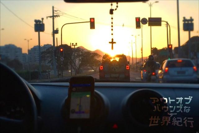 車窓から見るリオの夕陽