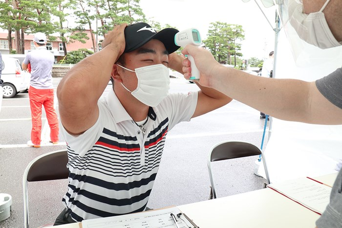 選手会長も検温と検査を受けました(提供:JGTO) 2020年 ゴルフパートナーエキシビショントーナメント 事前 時松隆光