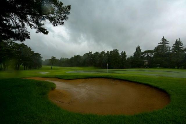 初日は降雨によるコースコンディション不良でスタートが遅れた(JGTO/JGTO images )