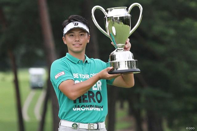 22歳の関藤直熙がコースレコード「61」で逆転優勝を飾った