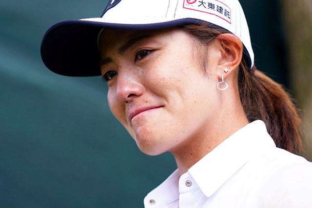 優勝会見で涙を流した渡邉彩香(Getty Images/JLPGA提供)