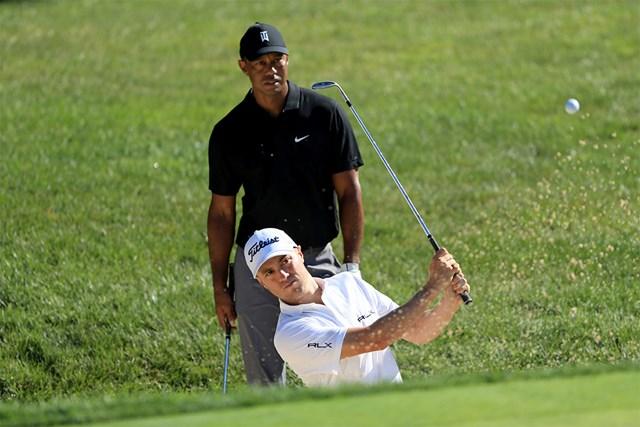ジャスティン・トーマスと練習ラウンドをするタイガー・ウッズ(Sam Greenwood/Getty Images)