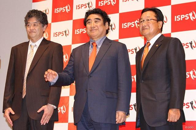 ISPSの半田晴久会長(中央)は観客を入れての開催に自信をのぞかせた
