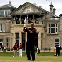 ウッズが史上2人目のダブルグランドスラムを達成( Jamie SquireGetty Images) 2005年 全英オープン 最終日 タイガー・ウッズ
