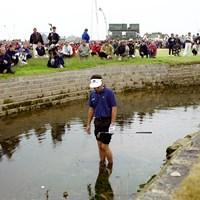 3打リードした18番でトリプルボギー。ウォーターショットを試そうとしたが断念した(Getty Images) 1999年 全英オープン 最終日 ジャン・バンデベルデ