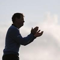 敗れたワトソン。勝者に惜しみない拍手を送った( Harry HowGetty/Images) トム・ワトソン