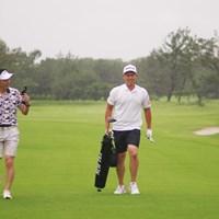 中西のプレーに伴走して撮影までこなしてくれた松井丈さん(左) 2020年 スピードゴルフ 中西直人と松井丈