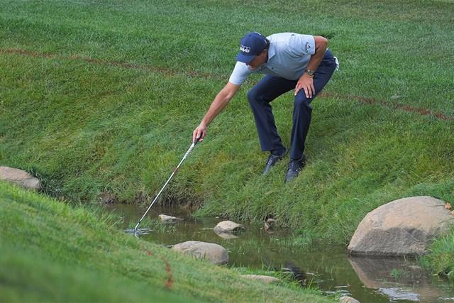 50歳のフィル・ミケルソン。大会2日目、17番ではこんなシーンも(Stan Badz/PGA TOUR via Getty Images)