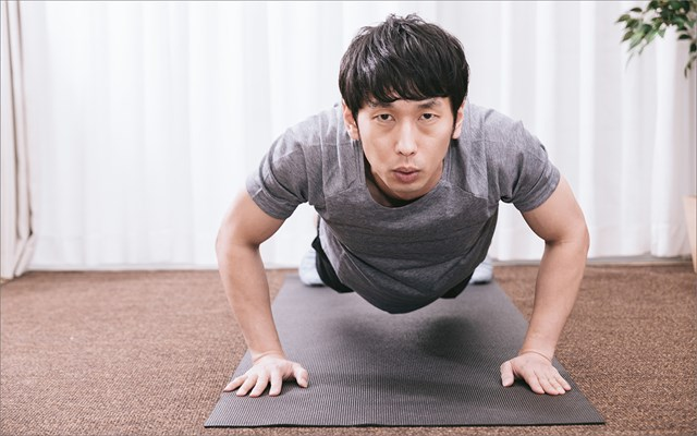 夏バテしない体をつくる3つのポイント 自宅でもトレーニング!(提供:ぱくたそ、model by 大川竜弥)