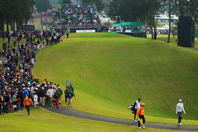 大ギャラリーを誘導する仕事は、ゴルフならではの観戦スタイルから欠かせない