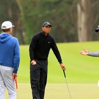 ウッズはストリッカー(右)と練習中に談笑 2020年 全米プロゴルフ選手権  事前 タイガー・ウッズ スティーブ・ストリッカー