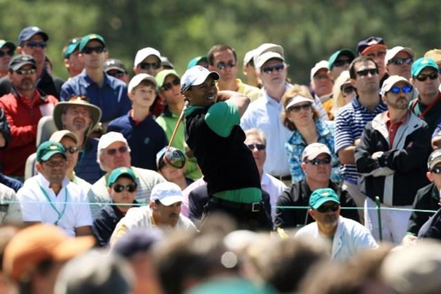 2010年 マスターズ2日目 タイガー・ウッズ 首位に2打差、3位タイに浮上して決勝ラウンドを迎えるT.ウッズ (David Cannon /Getty Images)