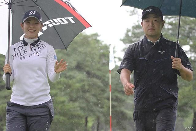 吉田優利 時松隆光 ペアマッチでは吉田優利(左)とコンビを組んだ時松隆光。笑顔とキメ顔のコントラスト