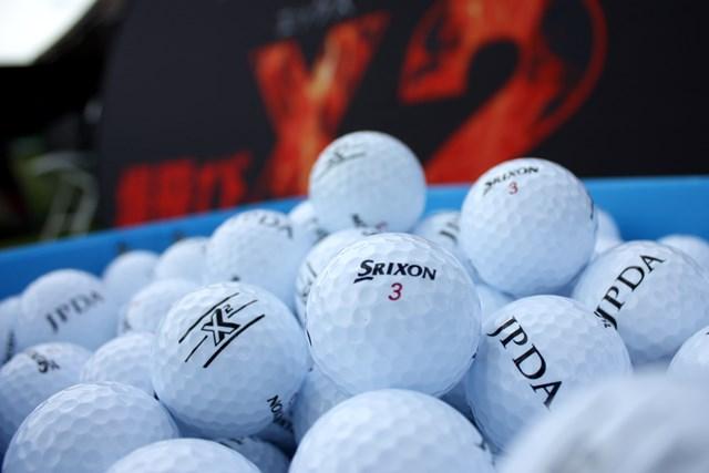 2020年 スリクソン X2 ボール 日本プロドラコン協会の公式球に採用された「スリクソン X2 ボール」 提供:住友ゴム工業