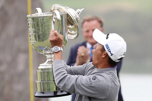 2020年 全米プロゴルフ選手権 最終日 コリン・モリカワ 若きモリカワ、勢いあまって掲げたトロフィーの蓋がとれるハプニング(Jamie Squire Getty Images)
