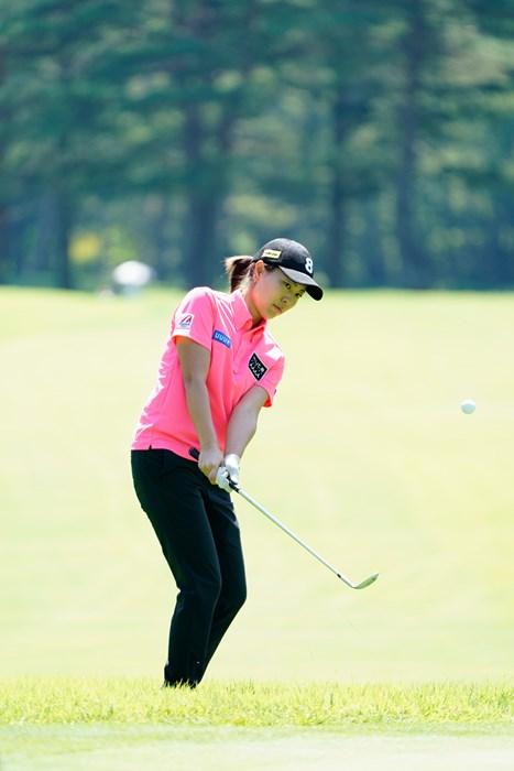 アプローチは左です(代表撮影:岡沢裕行) 2020年 NEC軽井沢72ゴルフトーナメント 事前 服部真夕