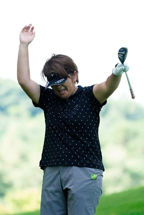あたしゃお手上げ(代表撮影:岡沢裕行) 2020年 NEC軽井沢72ゴルフトーナメント 事前 福嶋浩子