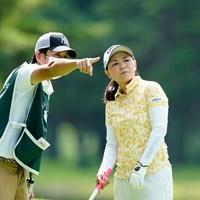 夫婦での共同作業(代表撮影:岡沢裕行) 2020年 NEC軽井沢72ゴルフトーナメント 初日 横峯さくら