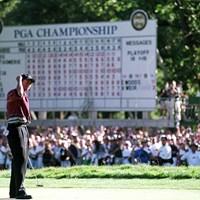 最後は逃げ切ったウッズ。ガルシアの追い上げを交わした(Harry How  Allsport) 1999年 全米プロゴルフ選手権 最終日 タイガー・ウッズ