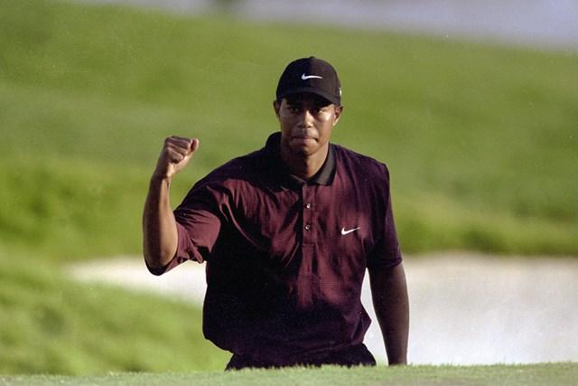 メジャー3連勝を達成したタイガー・ウッズ(2000年全米プロゴルフ選手権 David Cannon/Allsport)