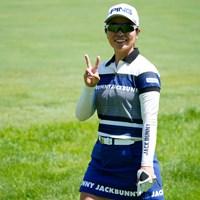 ピース!(代表撮影:鈴木祥) 2020年 NEC軽井沢72ゴルフトーナメント 最終日 比嘉真美子