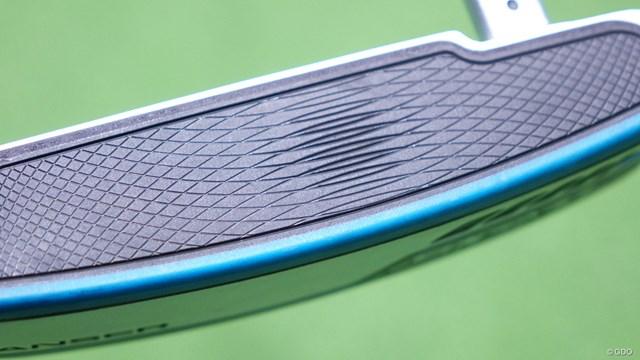 シグマ2 パターを筒康博が試打「1インチ長めがおすすめ」 フェース面は消しゴムのようにやわらかいと言われるPEBAXを使用