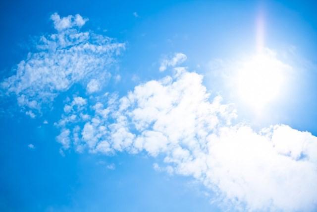 日焼けが体に及ぼす影響 紫外線が降り注ぐ(提供:ぱくたそ、photo by すしぱく)