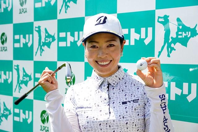 2020年 ニトリレディスゴルフトーナメント 2日目 西山ゆかり ホールインワン賞を獲得した西山ゆかり(代表撮影/上山敬太)