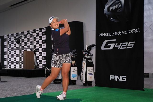 発表会ではプロによる試打が行われた ※提供:ピンゴルフジャパン