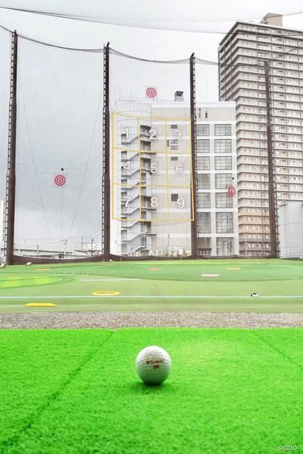 打ちっぱなしは1階と2階どっちがイイの? 教えてメリット・デメリット サンスクエアゴルフの1階打席・中央からの視界