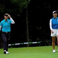 笹生優花(左)は松田鈴英とカエルの話をしたそうです(代表撮影・岡沢裕行) 2020年 ゴルフ5レディス プロゴルフトーナメント 初日 笹生優花
