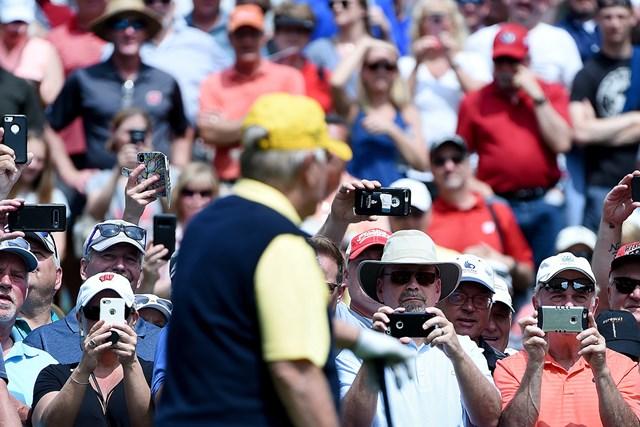 ギャラリー 米国はシニアツアーから観客を動員する( Steve DykesGetty Images)