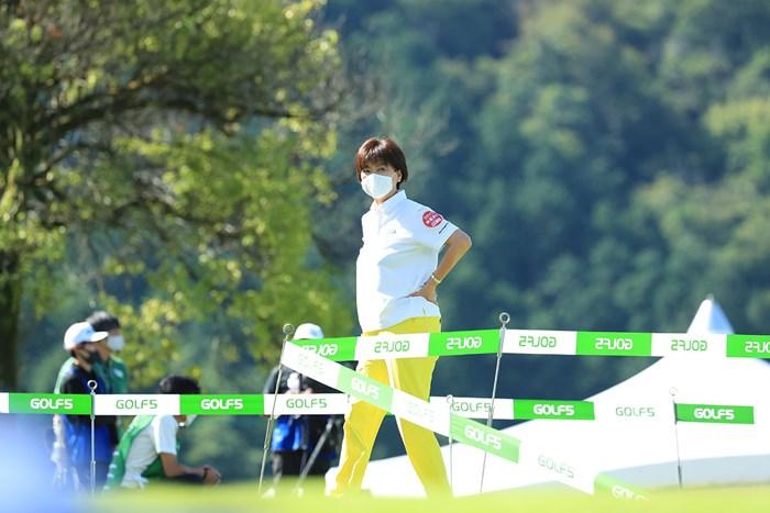 きょうも暑い(代表撮影・渡辺義孝) 2020年 ゴルフ5レディス プロゴルフトーナメント 最終日 小林浩美会長