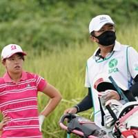 キャディは男子プロの広田悟じゃないですか 2020年 日本女子プロゴルフ選手権大会コニカミノルタ杯 初日 木下彩