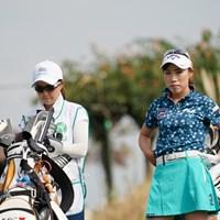 初日3位発進の木村彩子(右)。キャディは地元・岡山出身の坂口悠菜さん 2020年 日本女子プロゴルフ選手権大会コニカミノルタ杯 初日 木村彩子