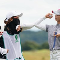 肘タッチなんです 2020年 日本女子プロゴルフ選手権大会コニカミノルタ杯 最終日 金澤志奈