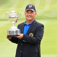 自身初メジャータイトルとなる「日本シニアオープン」を制した寺西明(提供:日本ゴルフ協会) 2020年 日本シニアオープンゴルフ選手権競技 最終日 寺西明