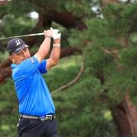 14番でティショットを放つ寺西明。地の利を生かした戦いだった(JGA提供) 2020年 日本シニアオープンゴルフ選手権競技 最終日 寺西明